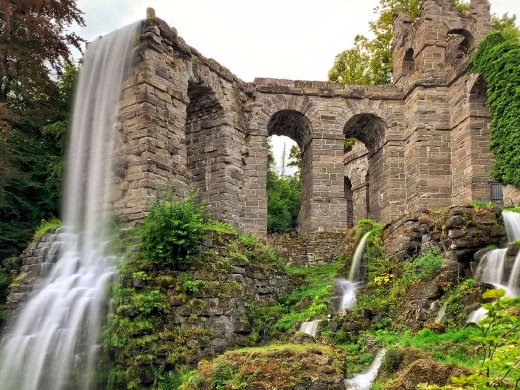 Wasserfall Aquaduct - Waterspelen in Kassel, bergpark Wilhelmshöhe - Reislegende.nl