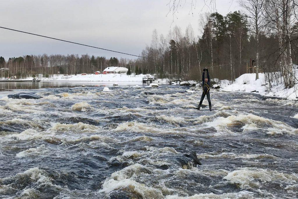 Zipline over wild water Finland Varjola - Reislegende.nl