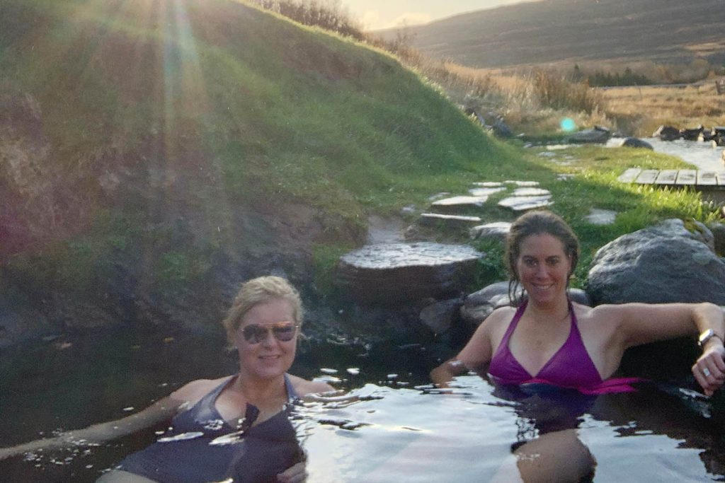 Gvendarlaug hot pools in IJslandse Westfjorden - Reislegende.nl