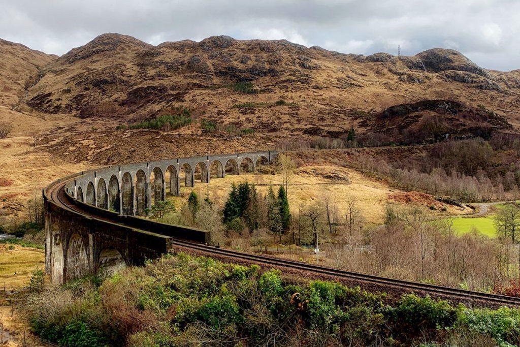Glenfinnan viaduct op route van Edinburgh naar Isle of Skye, Schotland - Reislegende.nl
