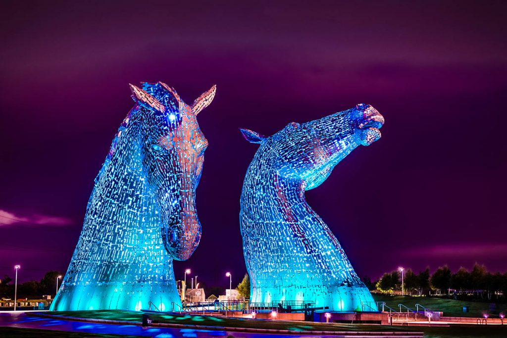 The Kelpies, twee gigantische paardenhoofden in Schotland - Reislegende.nl