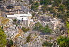 Photo of Blaca Monastery, UNESCO Werelderfgoed op het Kroatische eiland Brac