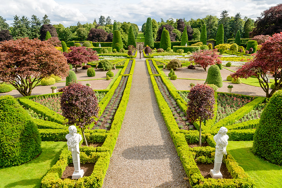 Drummond Castle gardens - Outlander filmlocaties in Schotland - Reislegende.nl