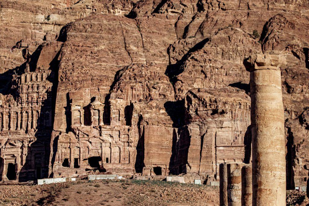 Royal Tombs - Tips voor een bezoek aan Petra, wereldwonder in Jordanië - Reislegende.nl