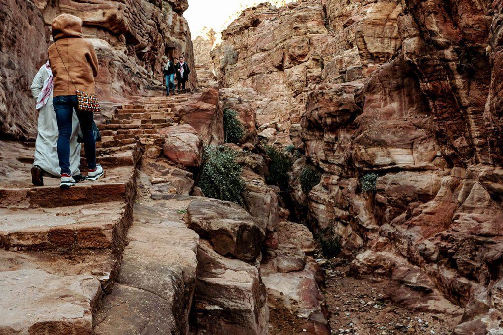 Trappen in Petra  - Tips voor een bezoek aan Petra, wereldwonder in Jordanië - Reislegende.nl