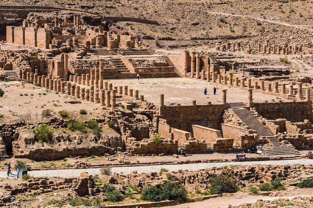 Great Temple Petra - Tips voor een bezoek aan Petra, wereldwonder in Jordanië - Reislegende.nl