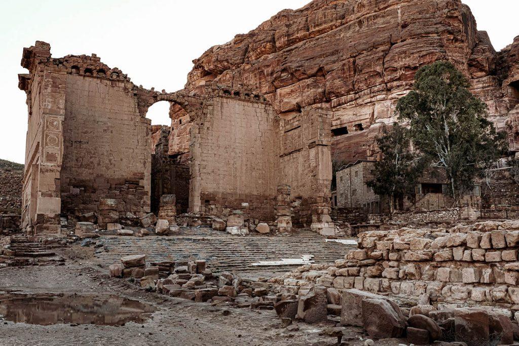 Qasr al-Bint - Tips voor een bezoek aan Petra, wereldwonder in Jordanië - Reislegende.nl