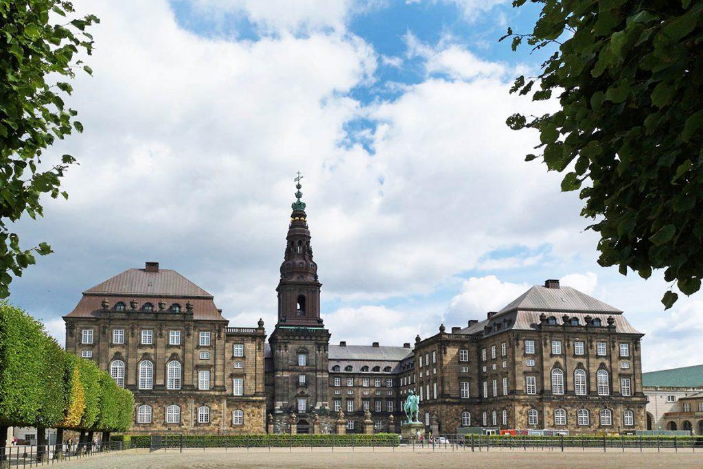 Christiansborg - Stedentrip Kopenhagen: 16 bezienswaardigheden en tips - Reislegende.nl