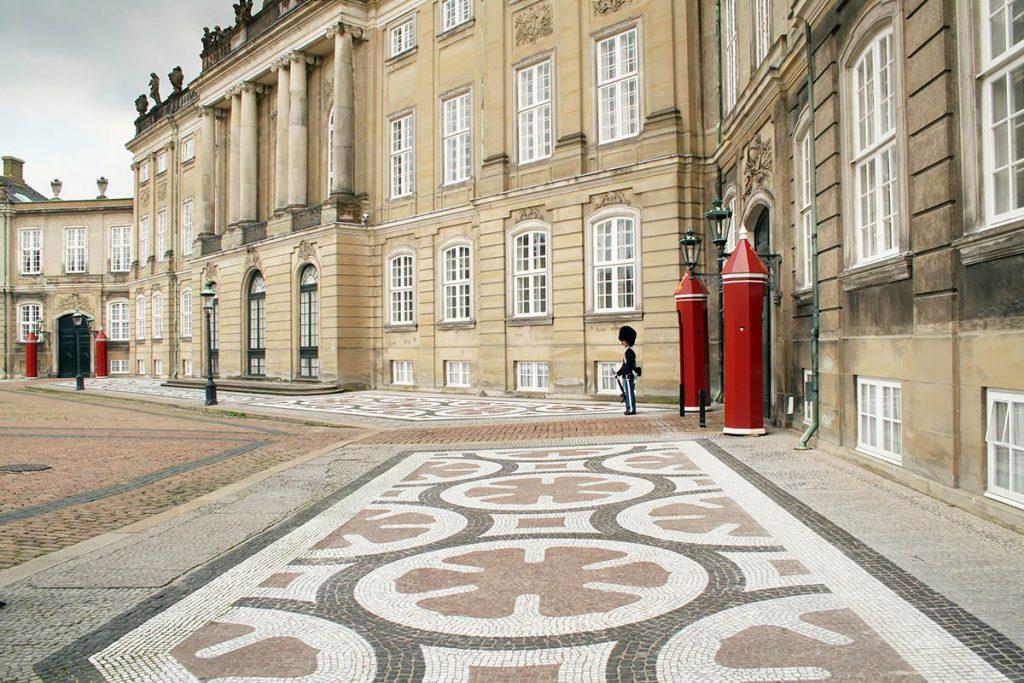 Amalienborg - Stedentrip Kopenhagen: 16 bezienswaardigheden en tips - Reislegende.nl