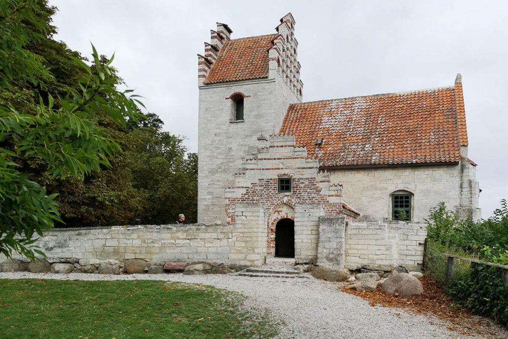 Højerup Gamle Kirke - Krijtrotsen Denemarken, Møns Klint en Stevns Klint - Reislegende.nl
