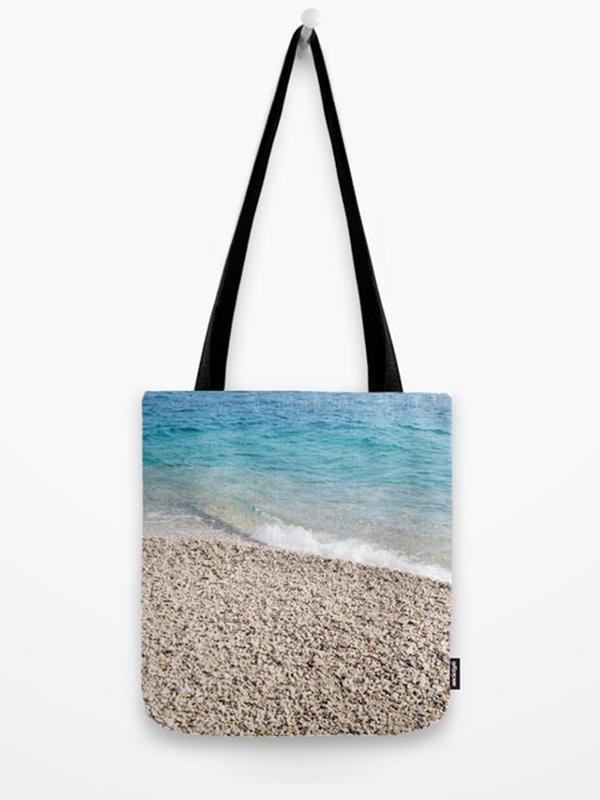 Tote bag met foto van strand en zee - Reislegende.nl