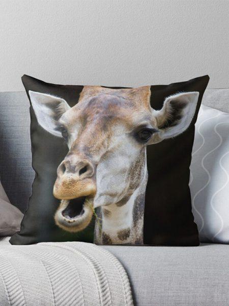 Kussen met foto van giraffe - Reislegende.nl
