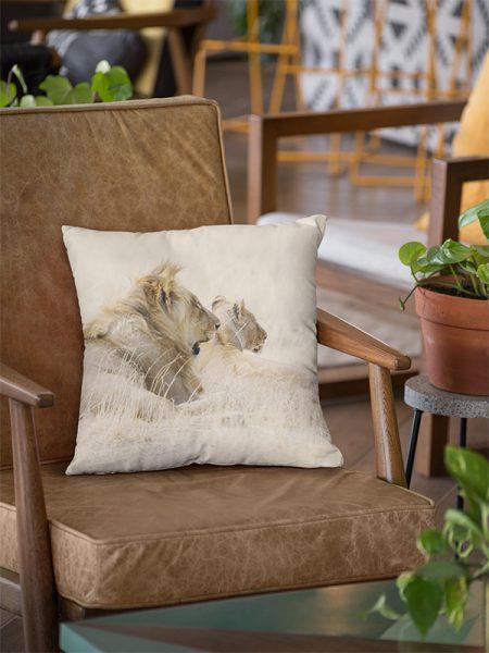Wildlife Throw Pillow lions - Reislegende.nl