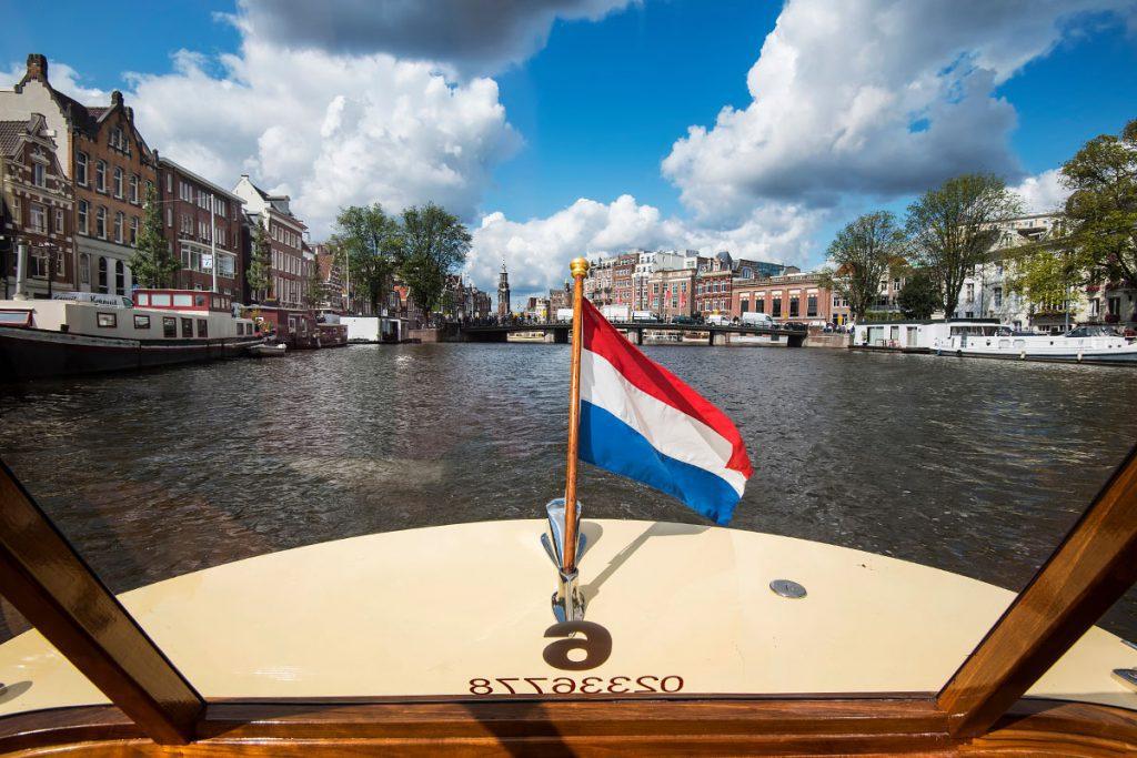 Waarom Amsterdam vanaf het water het mooist is - Reislegende.nl