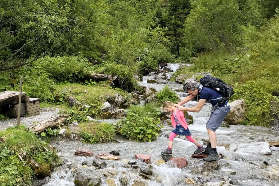 Hoe je wandelen voor kinderen nóg leuker maakt - Reislegende.nl