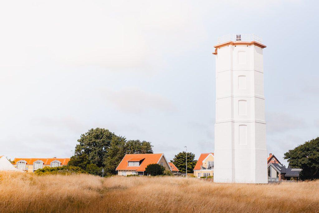 Det Hvide Fyr mooiste vuurtorens in westen van Denemarken - Reislegende.nl